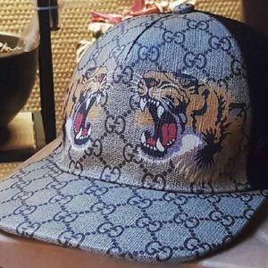 Gucci hat & slides